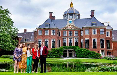 familia real holandesa comienza sus vacaciones con  su tradicional posado veraniego