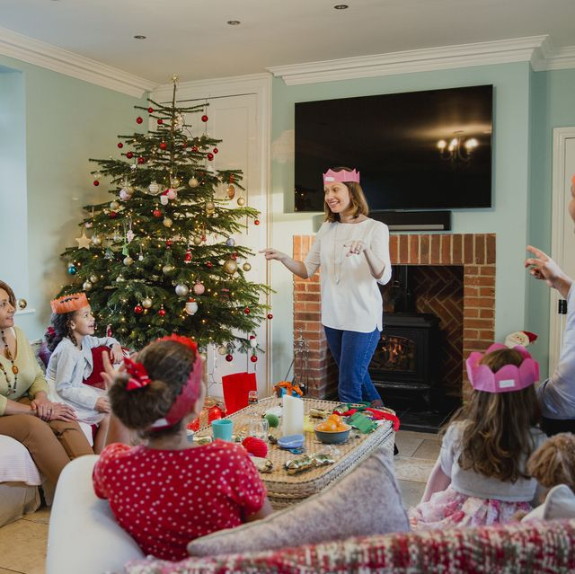 35 Best Family Christmas Games Activities Games For