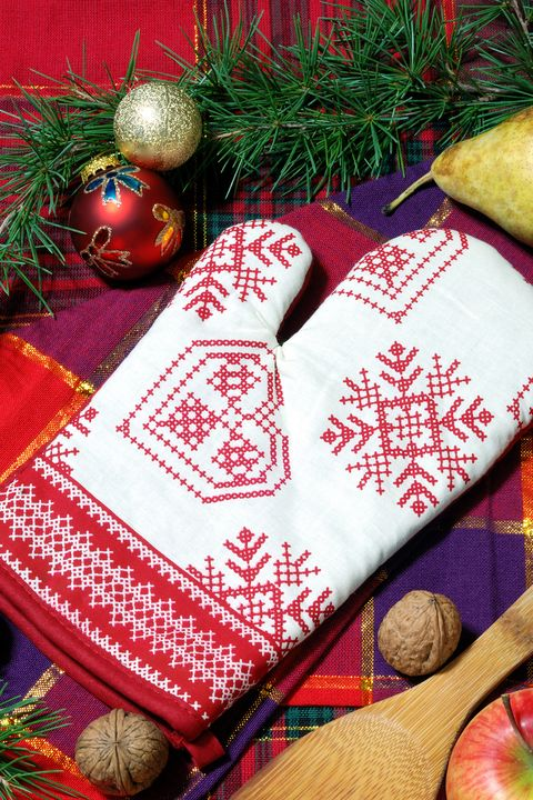20 best family christmas games holiday activities and games for