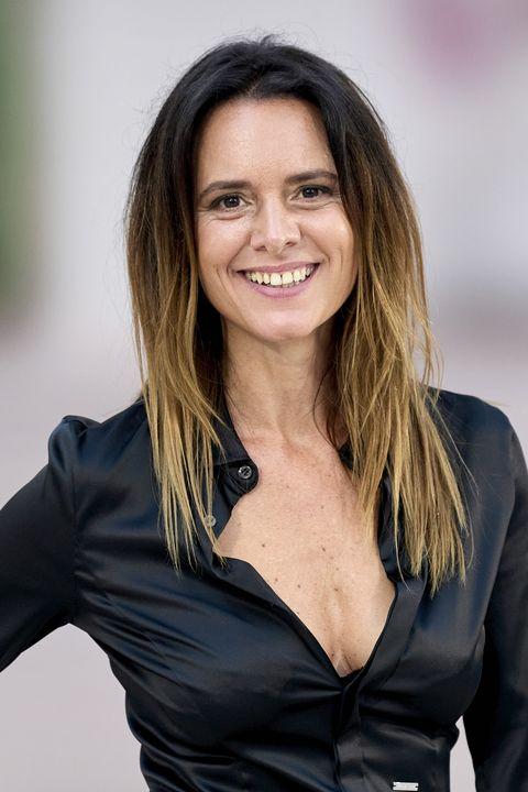 la actriz eva santolaria posando sonriendo