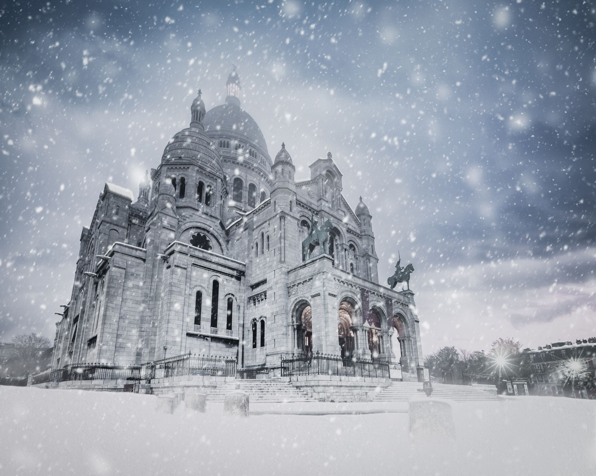 15 Famous Landmarks Covered In Snow - Best Travel Photography