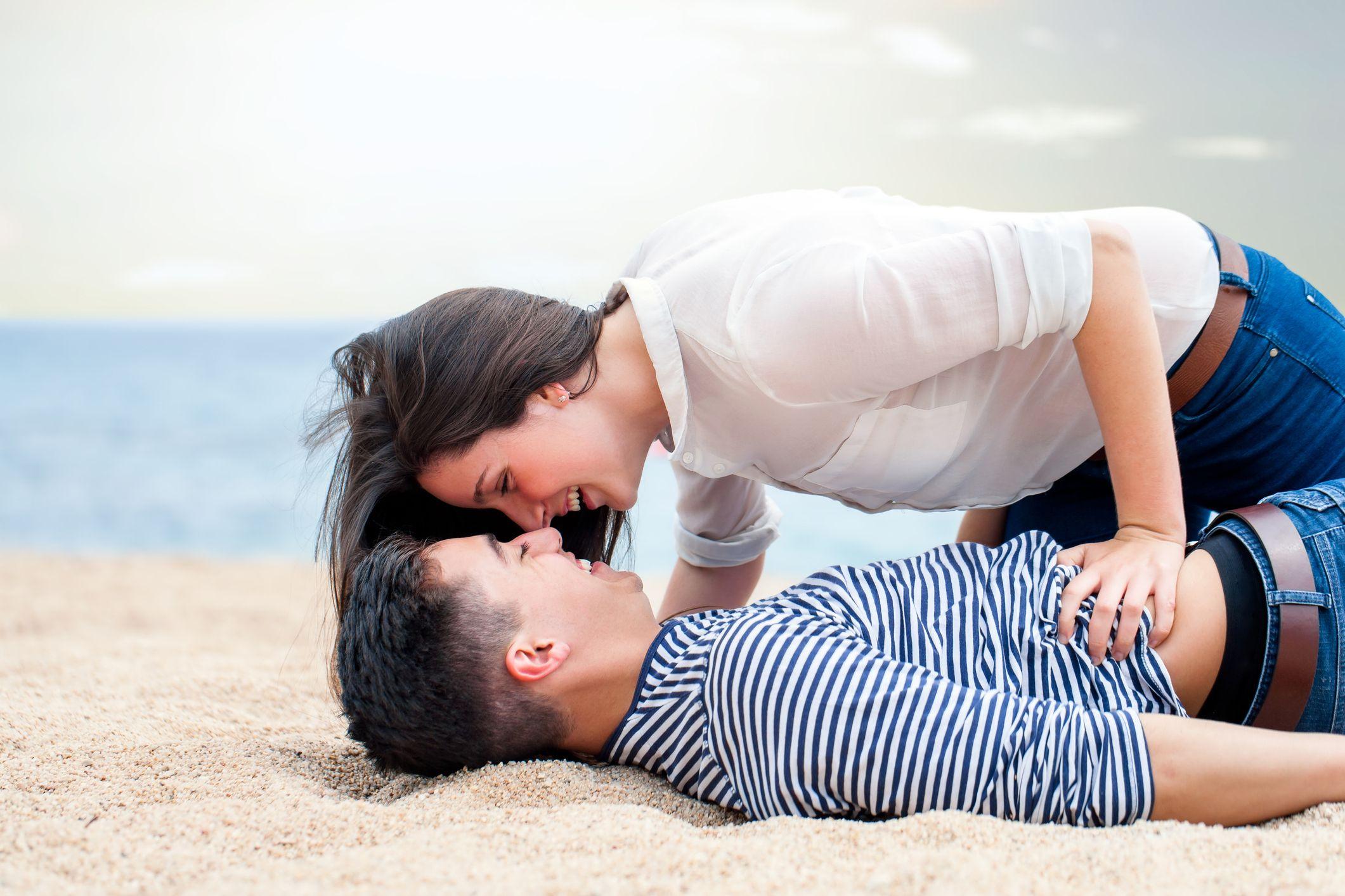 È normale ridere mentre fai l'amore? La good news è che, se succede, è un buon segnale