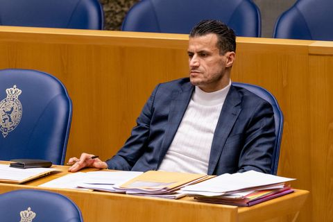 debate about resignation of the dutch cabinet