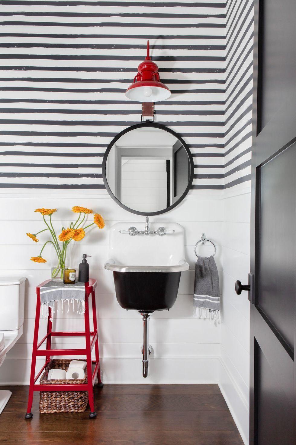 20 Best Farmhouse Bathroom Design Ideas, Modern Farmhouse Small Bathroom Ideas