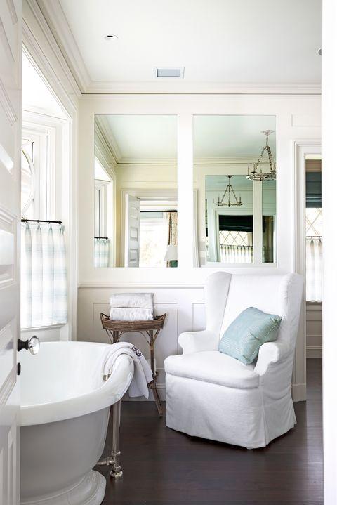 Room, Bathroom, Interior design, Property, Furniture, Bathtub, Floor, Building, House, Ceiling,