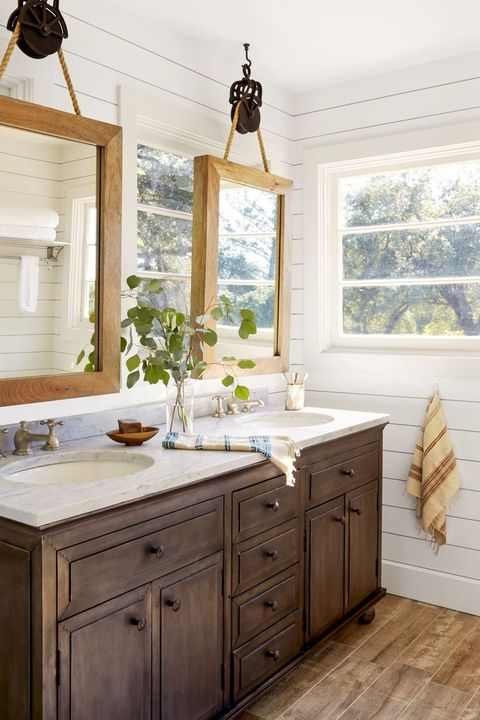 farmhouse decor - suspended mirrors bathroom
