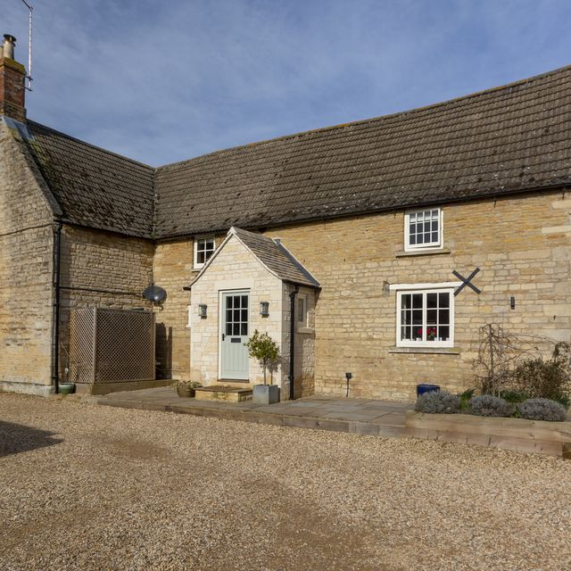 tour this pretty grade ii listed former farmhouse for sale in lincolnshire