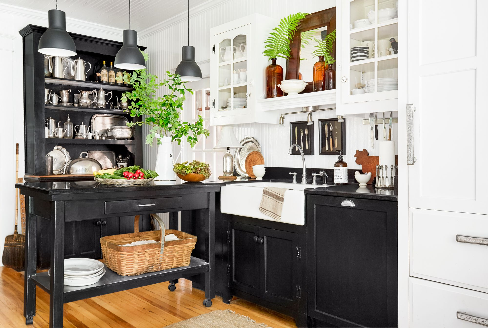 farmhouse kitchen black