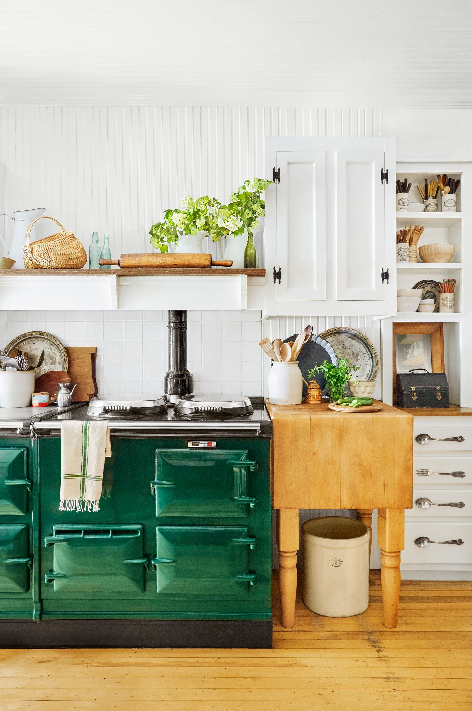 24 farmhouse style kitchens rustic decor ideas for kitchens rh countryliving com
