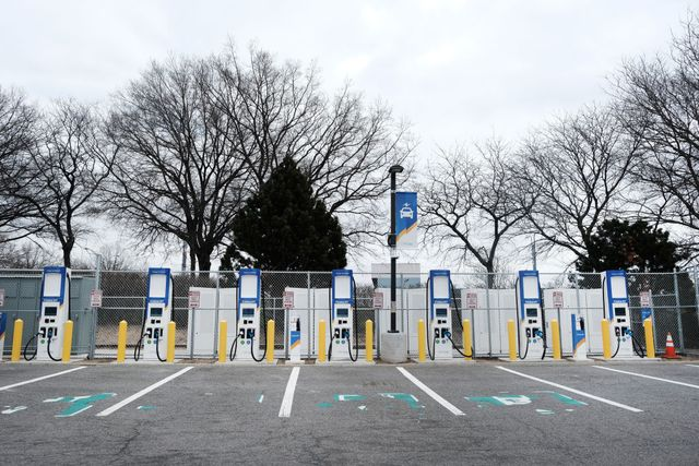 northeast's largest public electric vehicle fast charging station opens at jfk airport