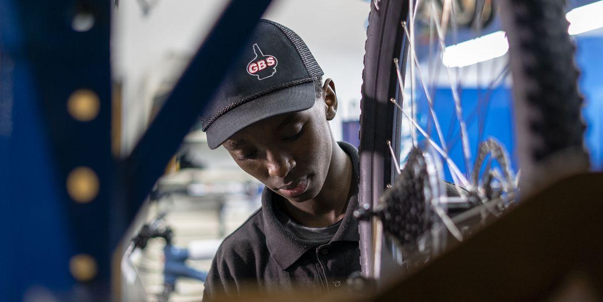 Teenage Rwandan Refugee Finds American Dream Fixing Bikes