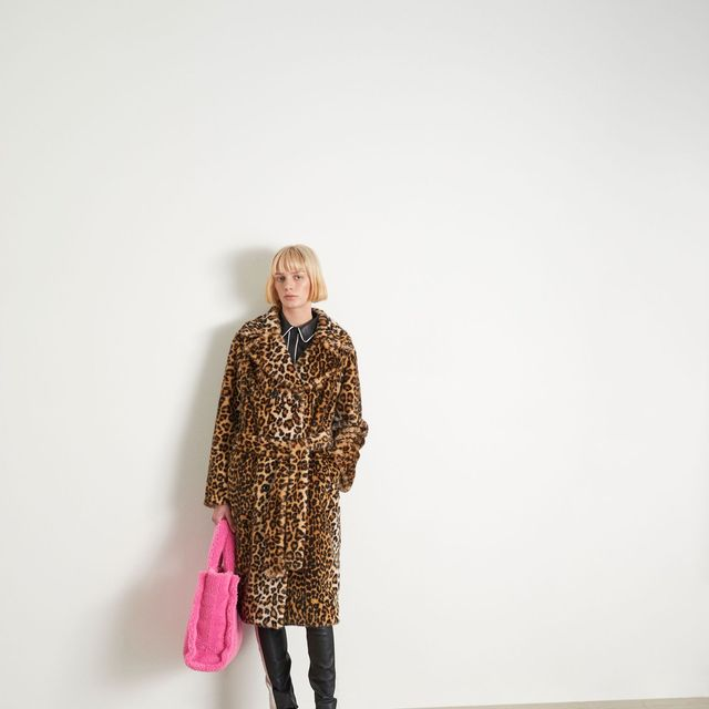 White, Clothing, Pink, Outerwear, Fashion, Yellow, Standing, Footwear, Knee, Human,