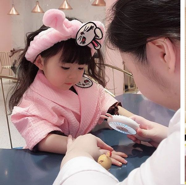 Skin, Product, Pink, Child, Hand, Room, Ear, Baby, Eyelash,