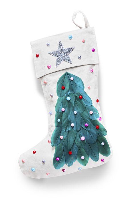 diy christmas stockings, feathery tree