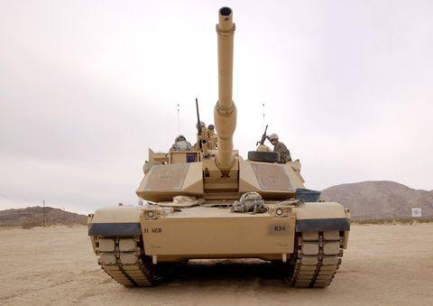 tanque m1 abrams em fort irwin, califórnia