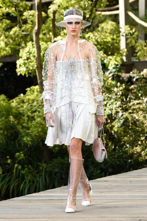 chanel  runway   paris fashion week womenswear springsummer 2018