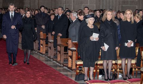 Los reyes Felipe y Letizia en el funeral de la infanta Pilar
