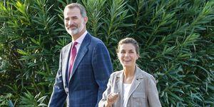 Felipe y Letizia, con su look más natural,en la vuelta al cole de Leonor y Sofía