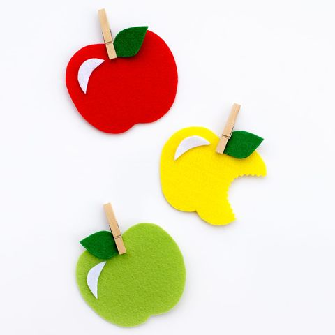 fall-crafts-for-kids-apple-felt