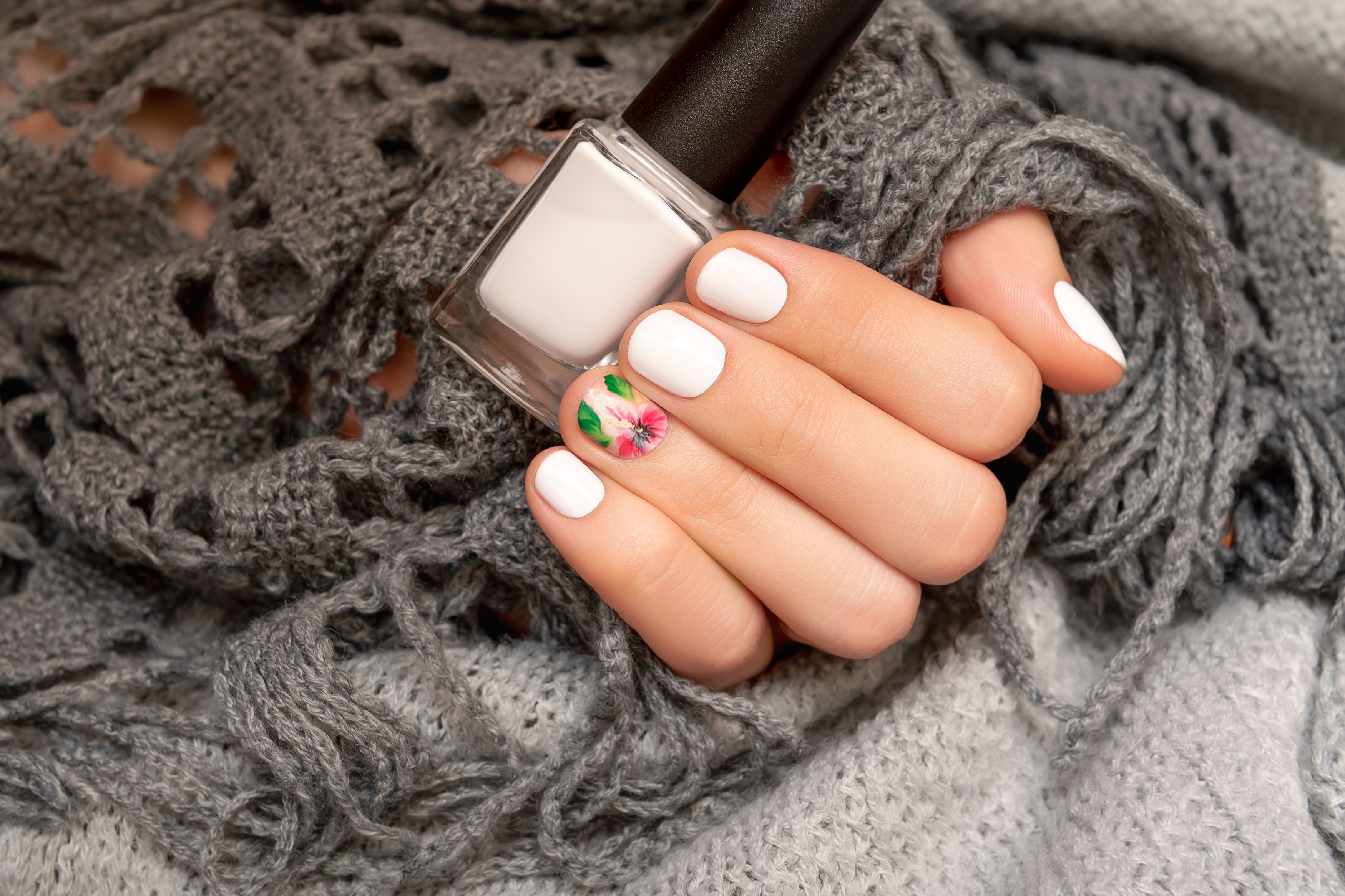 MINT FASHION ROYALTY AWESOME CAUCASIAN HANDS WITH BLACK NAIL POLISH