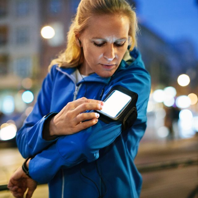 female runners sharing routes online