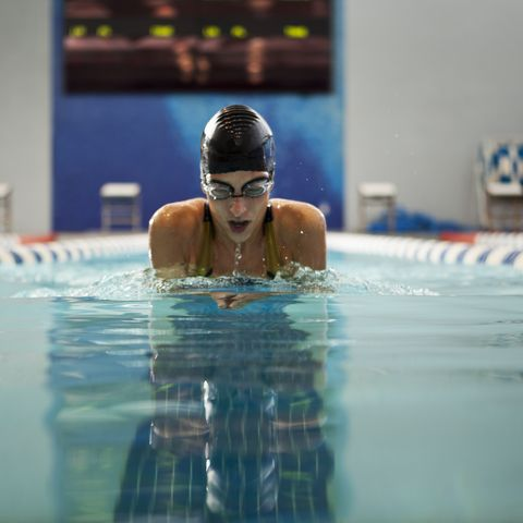 female swimmer swimming the breaststroke