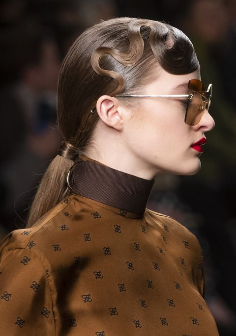 Hair, Eyewear, Hairstyle, Fashion, Beauty, Glasses, Neck, Lip, Sunglasses, Street fashion,