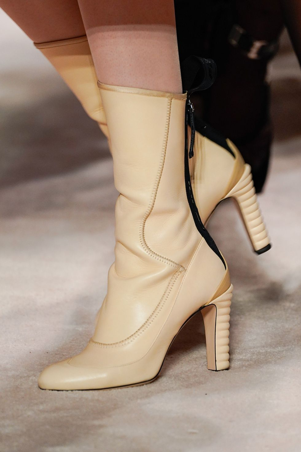fendi-fall-2020-runway-shoes-leather-mid-calf-boot-1582236669.jpg (980×1470)
