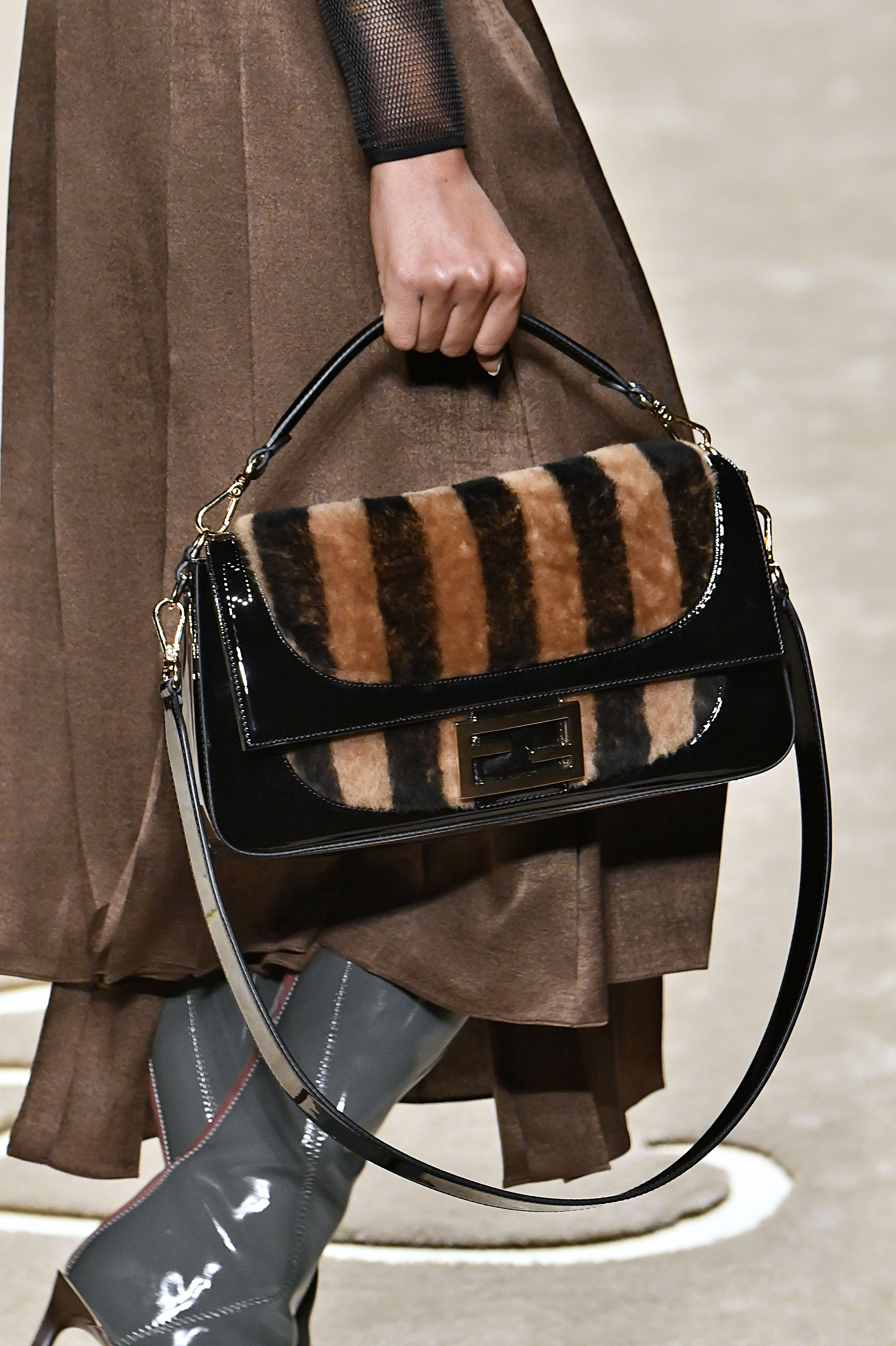 90803f41056c Fall 2019 Bag and Purse Trends - Best Bags on the Fall 2019 Runways