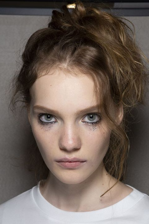 Hair, Face, Eyebrow, Hairstyle, Chin, Beauty, Forehead, Blond, Lip, Fashion,