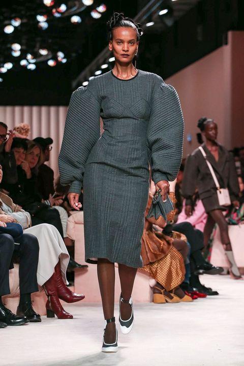 Fashion model, Fashion show, Runway, Fashion, Clothing, Event, Fashion design, Dress, Public event, Footwear,