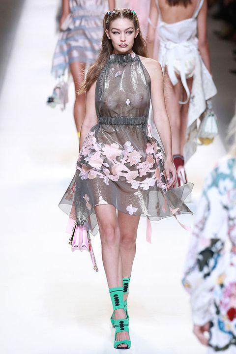 Fashion model, Fashion show, Fashion, Runway, Clothing, Haute couture, Fashion design, Shoulder, Footwear, Event,