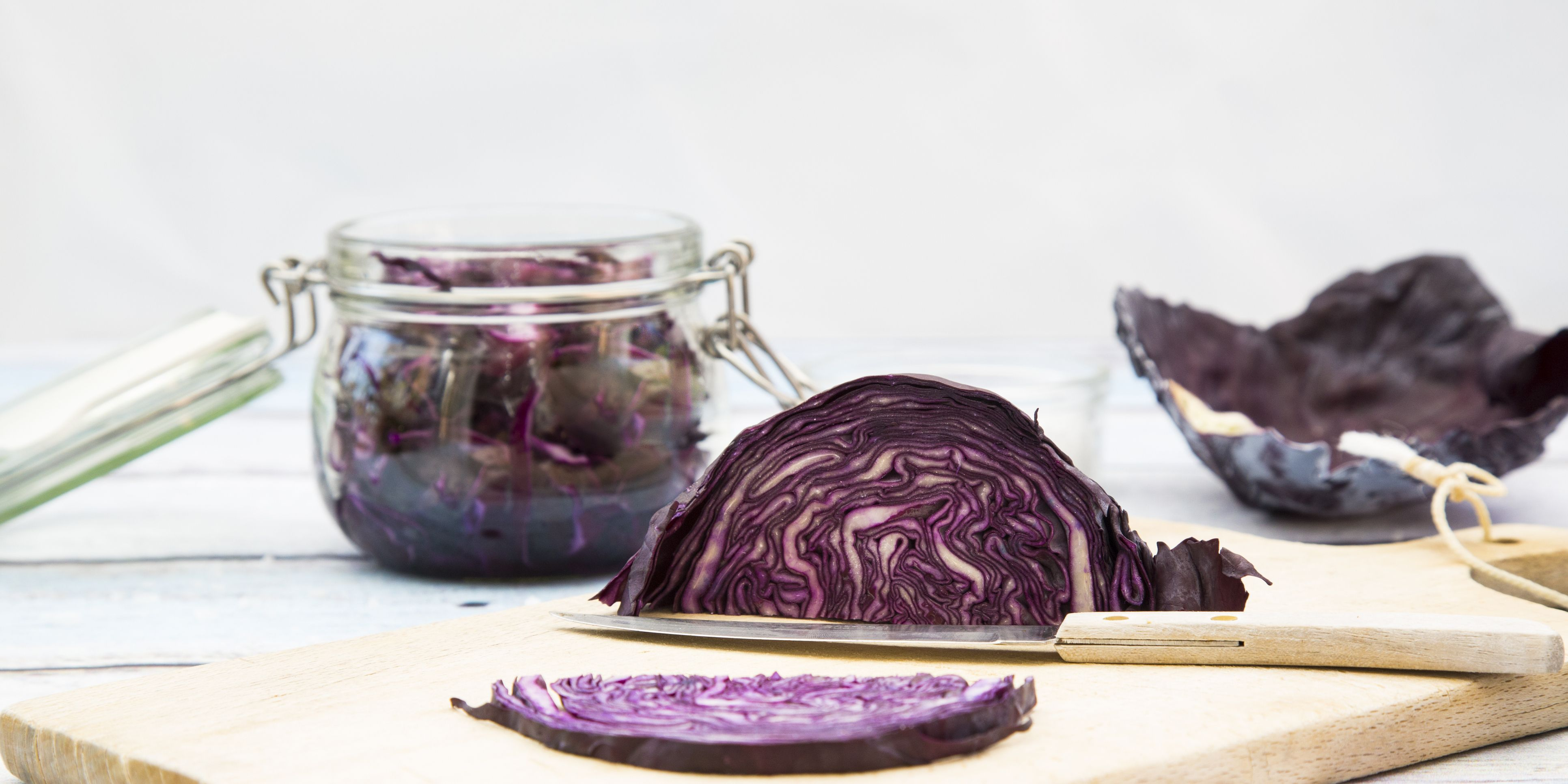 Fermenting red cabbage, what to eat to stay healthy