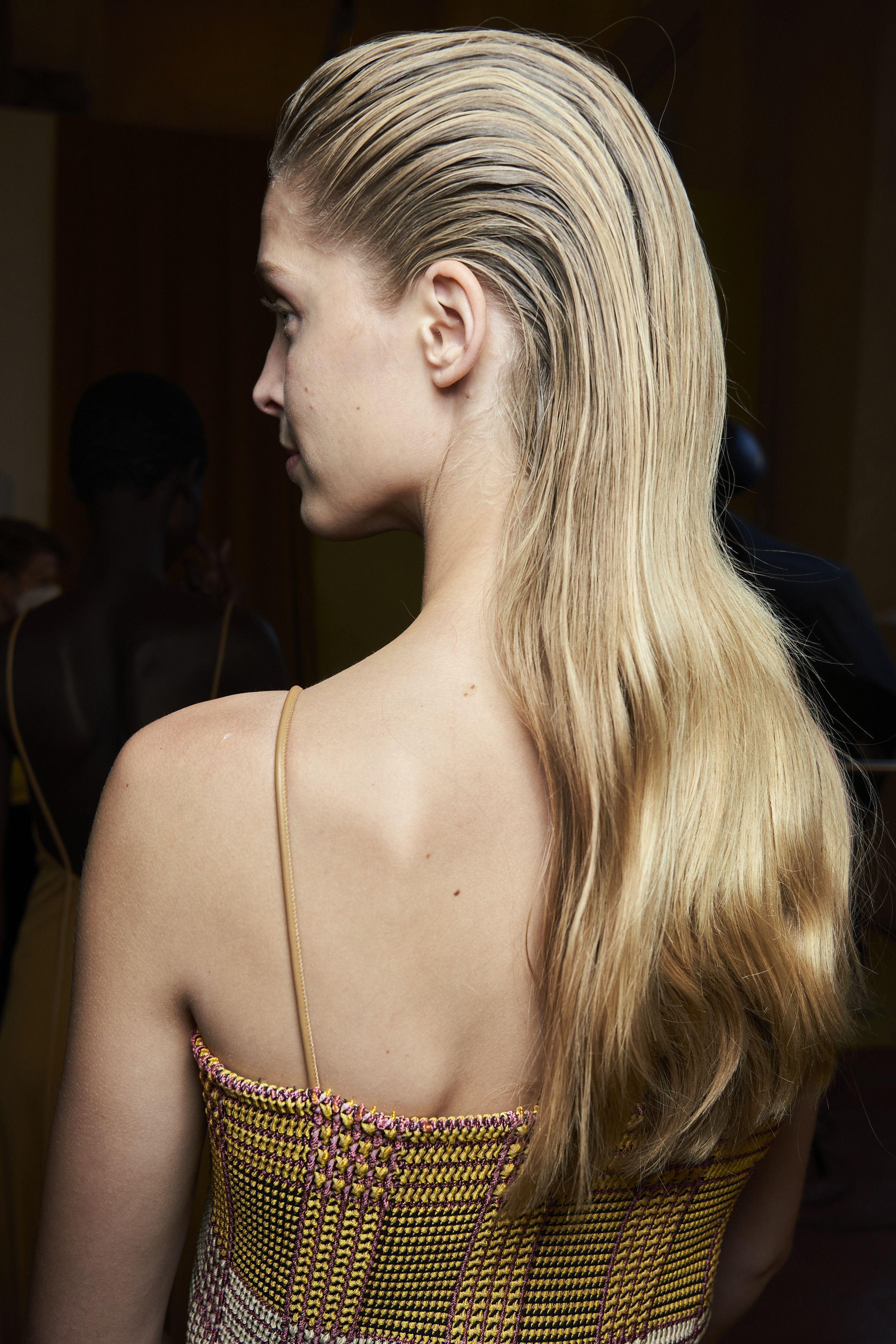 Sei acconciature per capelli lunghi di tendenza questa Primavera 2021