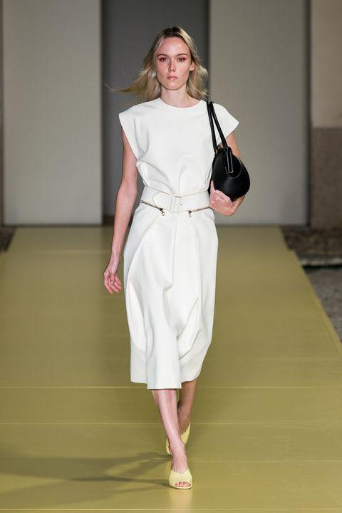 Shoulder, Dress, Fashion show, Joint, Human leg, Style, Floor, One-piece garment, Formal wear, Fashion model,