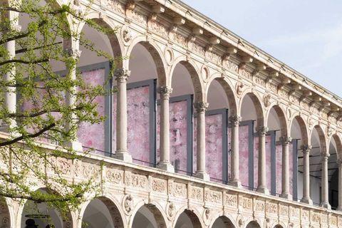 Architecture, Arch, Landmark, Arcade, Viaduct, Building, Classical architecture, Facade, Aqueduct, Historic site,