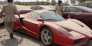 Ferrari Enzo abandonado en Dubai
