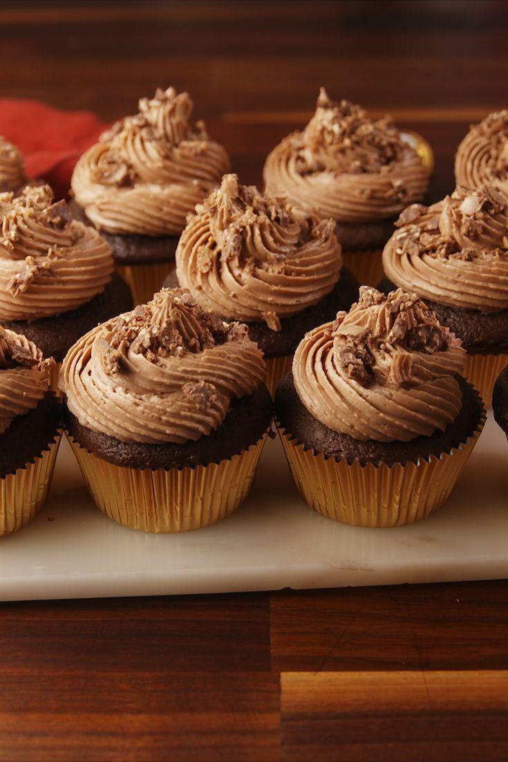 ferrero rocher stuffed cupcakes - christmas cupcakes recipe
