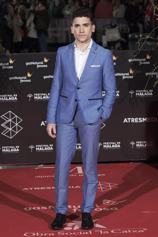 Jaime Lorente en la alfombra roja del festival de malaga
