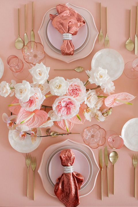 valentines day decor - pink table with metallic napkins