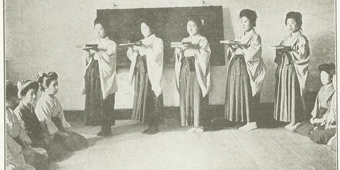 女学生の授業のヒトコマ