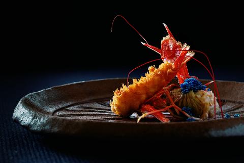 備前焼に赤座海老を。 日本料理 龍吟