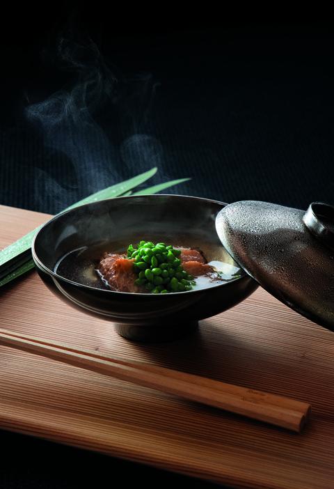 「鯨とグリーンピース」 日本料理 龍吟