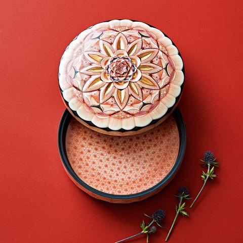 吉村茉莉さん――力強さと繊細さが同居する、華麗なる赤絵細描の世界