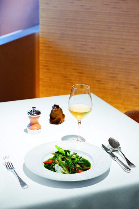 「季節野菜のミジョテ つるむらさき」ベージュ アラン・デュカス 東京