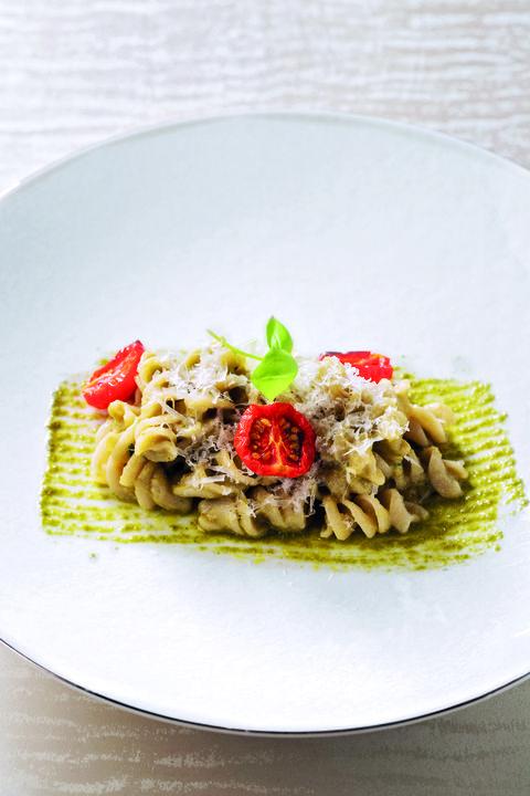 「フジッリ なすのクリームアンチョビのペーストとラグザーノチーズ」 アルマーニ/リストランテ