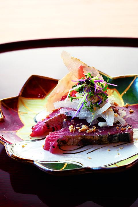 向付の戻り鰹の藁焼き  日本料理 寿こう