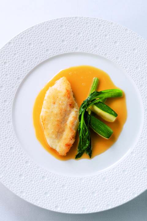 「函館産マコガレイのパネ ベルモットソース」 レストラン ラフィナージュ