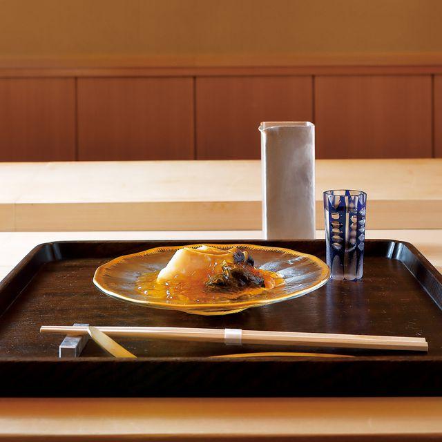 のぐち継 蒸し鮑にすっぽんの澄んだ煮凝りを合わせたひと皿