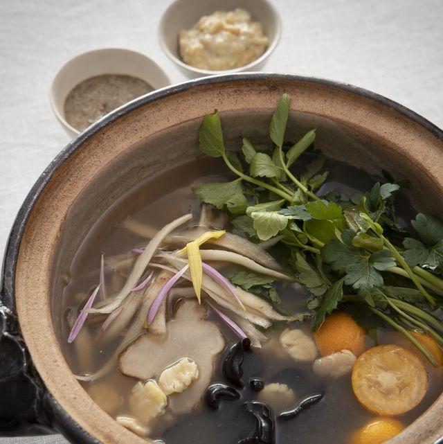 気を巡らし心身をリセット! コウ静子さんの養生鍋「根菜と金柑の薬膳茶鍋」のレシピ